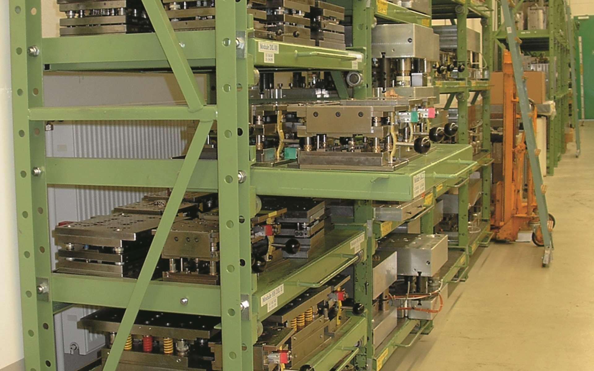 Stanzwerkzeuglager im Produktionsbereich